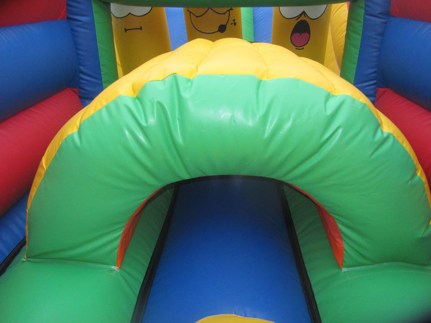Bouncy Obstacle Course Tunnell